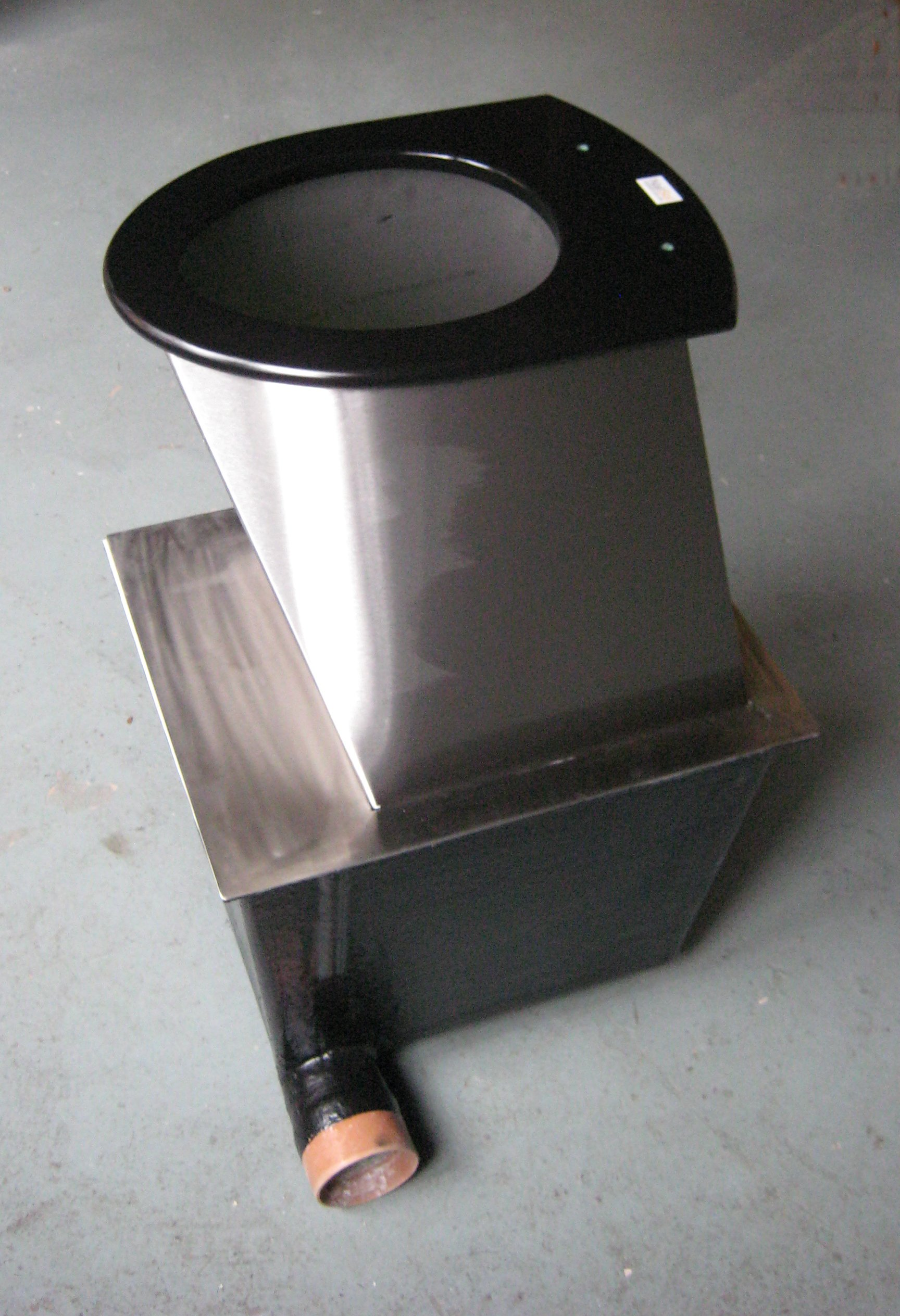 Compact toilet pedestal and base box